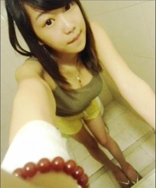 泼辣的小姑娘照片