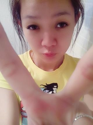 维吾尔族小姑娘资料照片